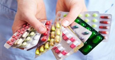 Врачи и фармацевты станут курьерами